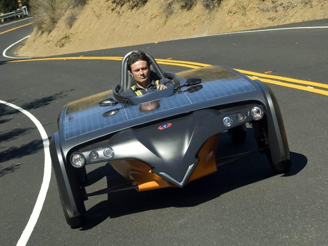 Le auto a pannelli solari sono il futuro? Per ora no...